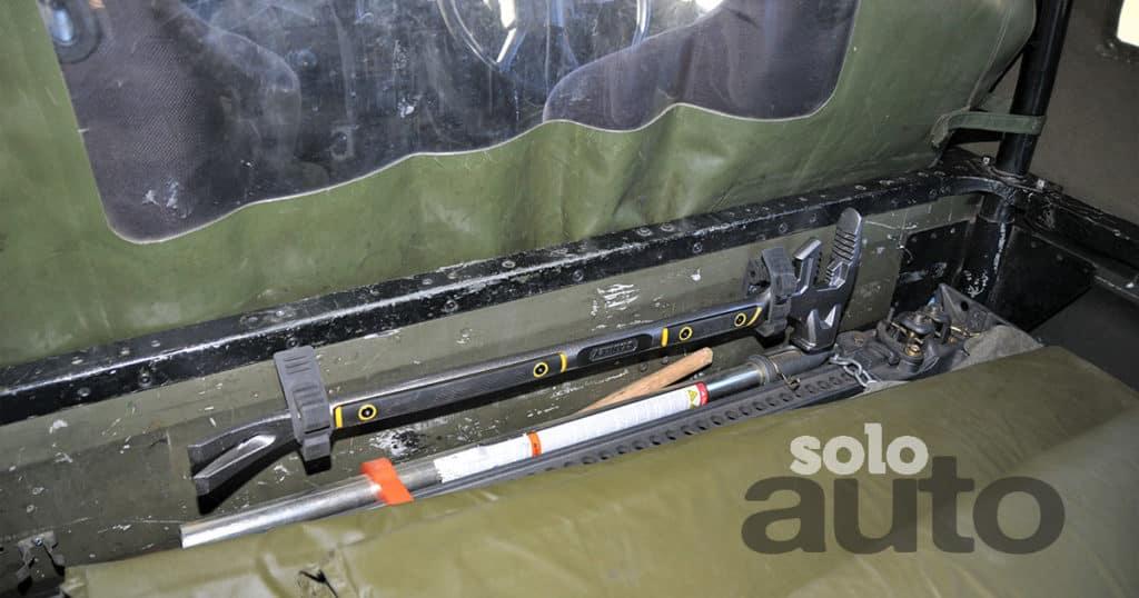 Land-Rover-Defender-110-V8-militar