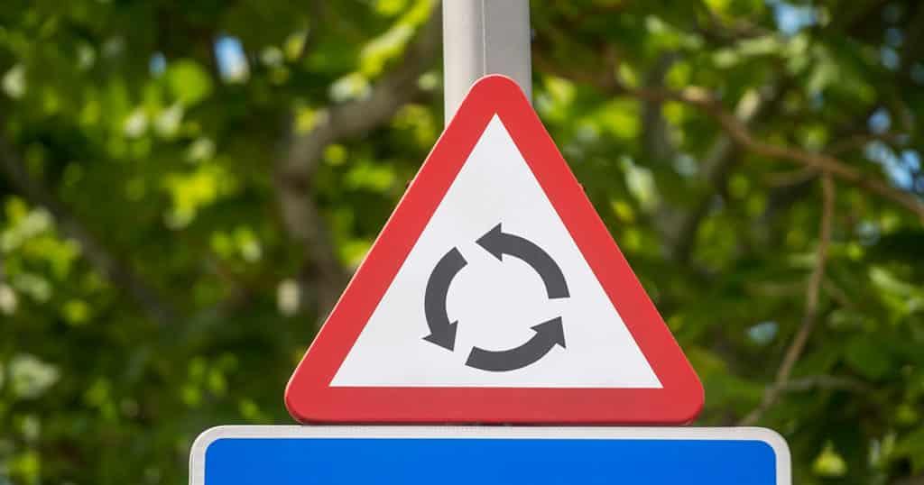 cómo hacer las rotondas con seguridad